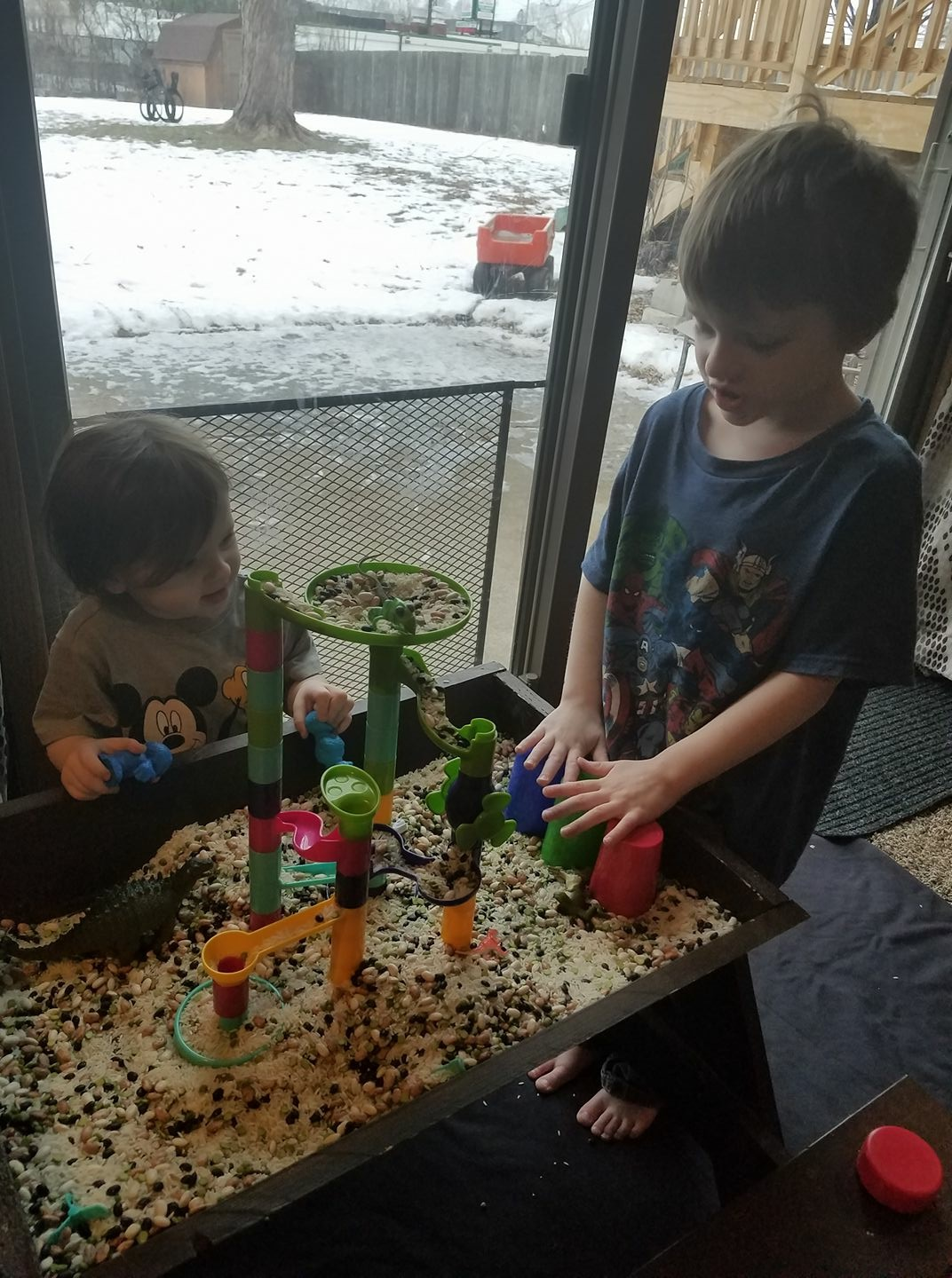 kids playing with sensory table